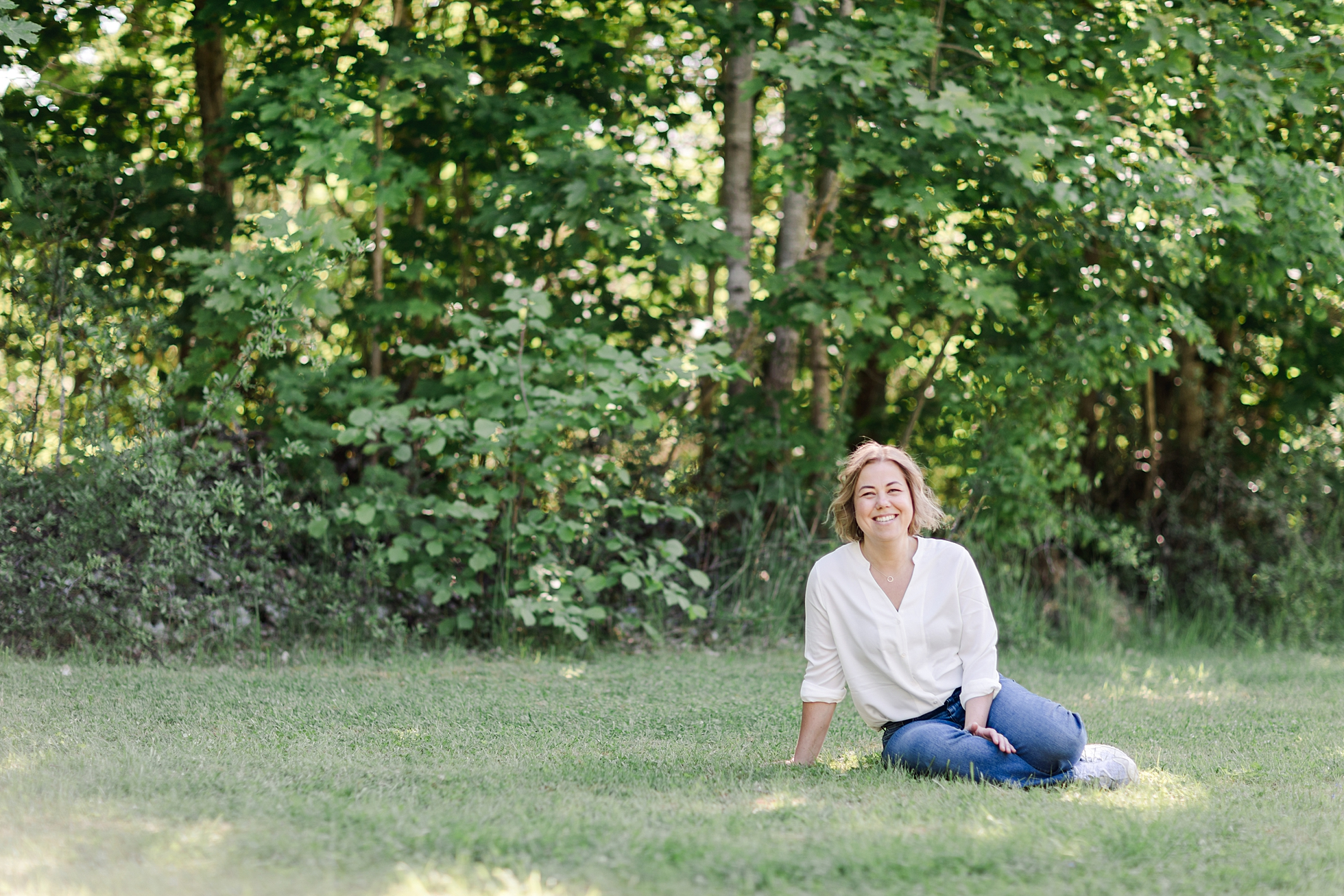 Health & wellbeing coach, Cecilia, from Urban Paleo relaxing outdoors